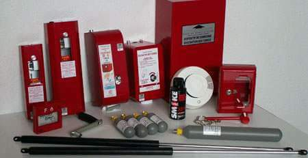 Le désenfumage permet d'évacuer par le haut une partie les fumées lors d'un incendie, en créant ainsi un couloir d'air frais au sol.